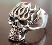 Skull on Fire ring